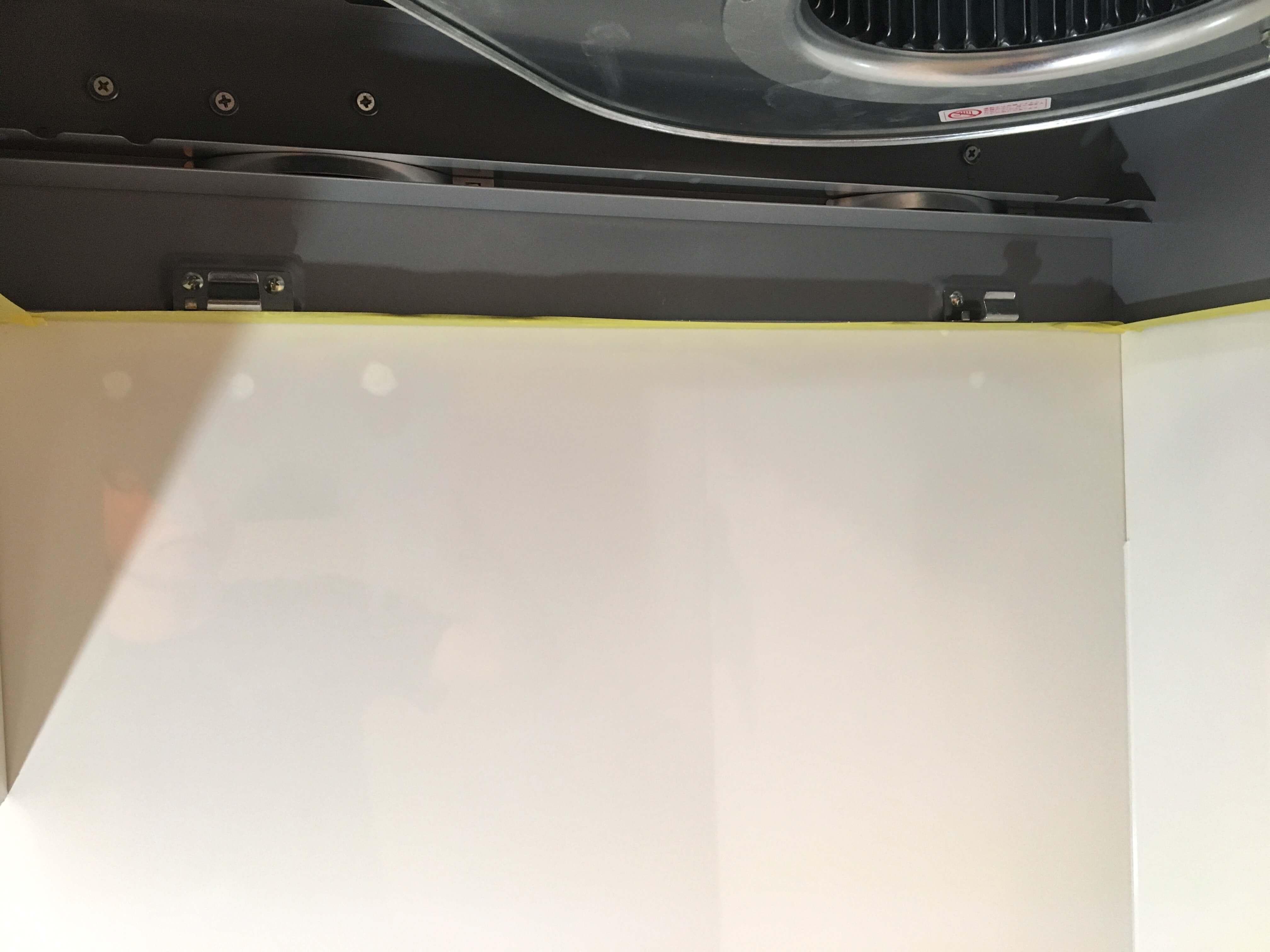 鏡面キッチンパネルの補修
